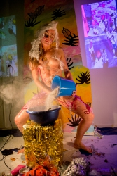 Performance 'Body highlighter' by Tanja Ritterbex at Plan B projects, Amsterdam, 2016