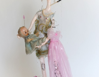 Marliz Frencken, Woman with baby head on head, 2009 60 cm, clay and various objects in resin